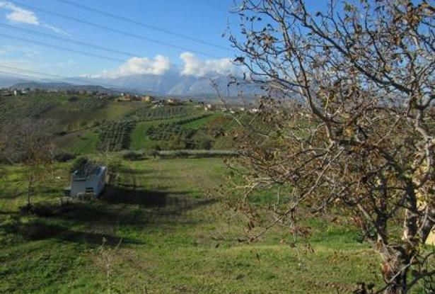 Habitable bungalow of 60sqm in a peaceful location 2km to town with fantastic mountain views 1