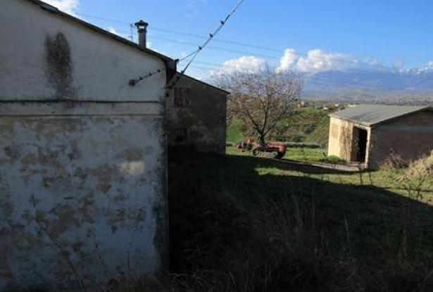 Habitable bungalow of 60sqm in a peaceful location 2km to town with fantastic mountain views 4