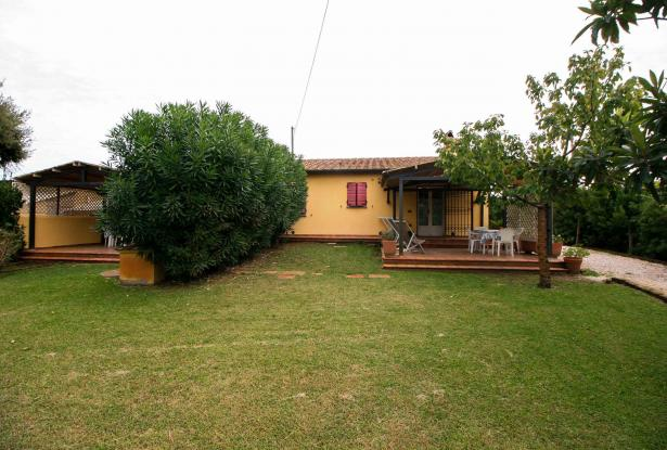 Small villa with 1500 square meters of land in the Castagneto Carducci countryside 0