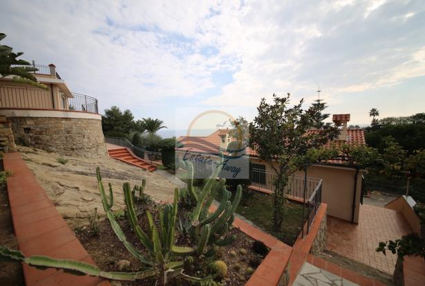 A1109 Villas with swimming pool and sea view for sale in Bordighera. 3