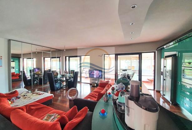 A1113 Penthouse with solarium and sea view for sale in Bordighera. 1