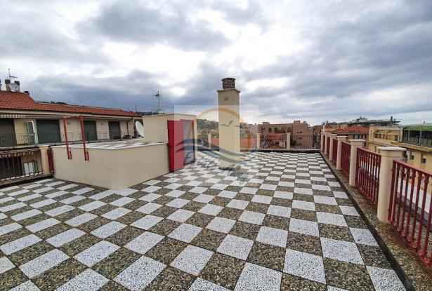 A1113 Penthouse with solarium and sea view for sale in Bordighera. 8