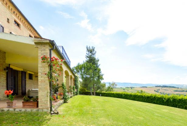 Premium Country Home With Outstanding 180° Views, Le Marche 11