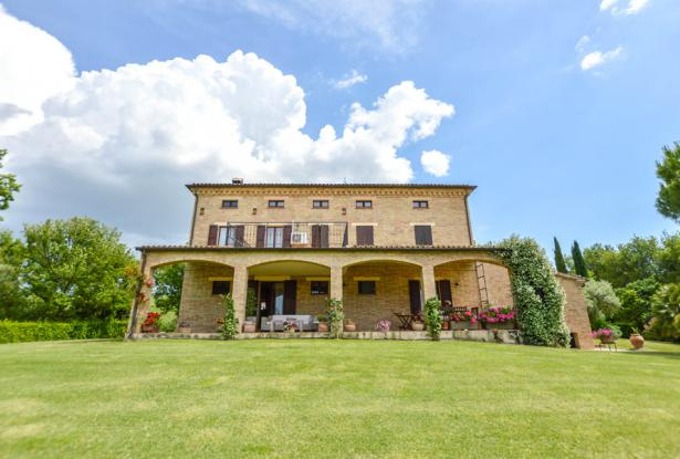 Premium Country Home With Outstanding 180° Views, Le Marche 8