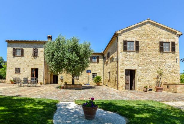 Monastery Near Treia With Golf Course And Pool, Le Marche 10
