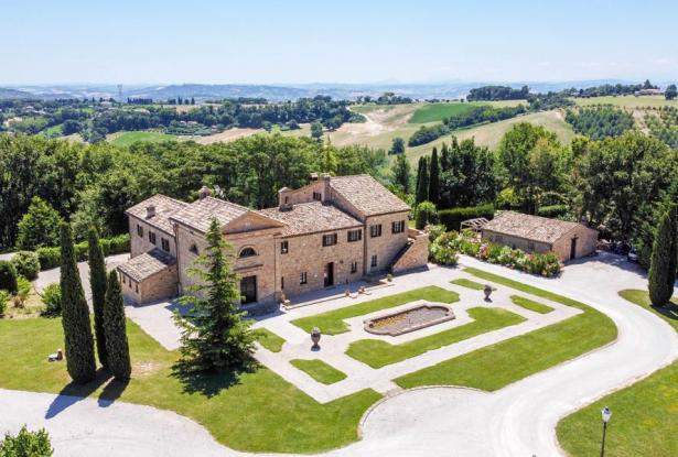 Monastery Near Treia With Golf Course And Pool, Le Marche 4