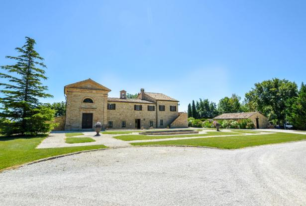 Monastery Near Treia With Golf Course And Pool, Le Marche 5