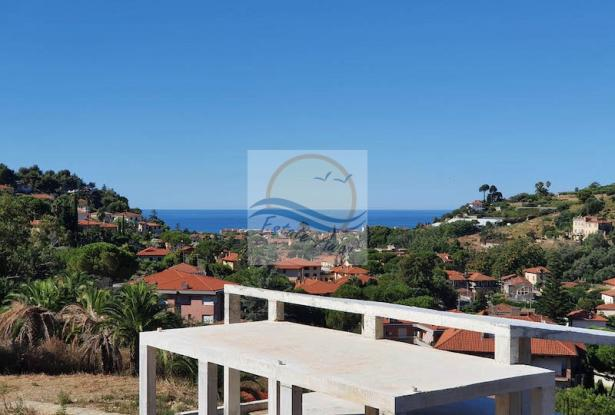 V728 For sale in Bordighera ,hilly area, independent house of 190sqm with sea view. 0