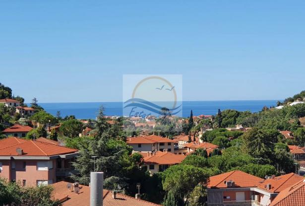 V728 For sale in Bordighera ,hilly area, independent house of 190sqm with sea view. 2