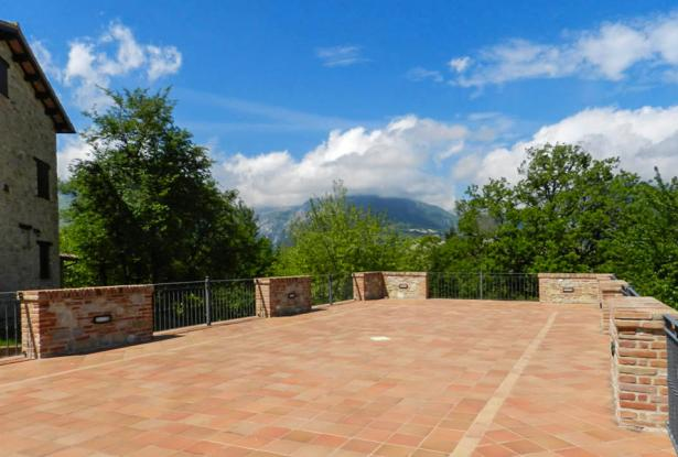 Rustic Farmhouse In A Mountain Setting, Le Marche 3