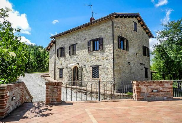 Rustic Farmhouse In A Mountain Setting, Le Marche 4