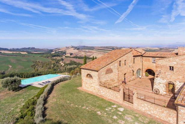 Amazing Restored Farmhouse With Pool In Asciano, Tuscany 9