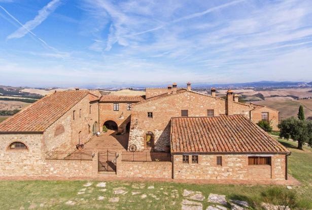 Amazing Restored Farmhouse With Pool In Asciano, Tuscany 11