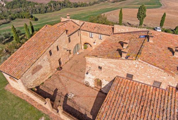 Amazing Restored Farmhouse With Pool In Asciano, Tuscany 12