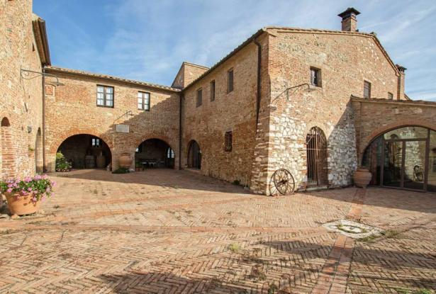 Amazing Restored Farmhouse With Pool In Asciano, Tuscany 15