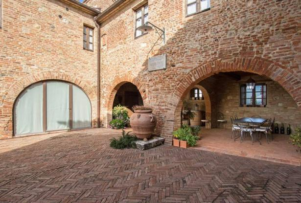 Amazing Restored Farmhouse With Pool In Asciano, Tuscany 18