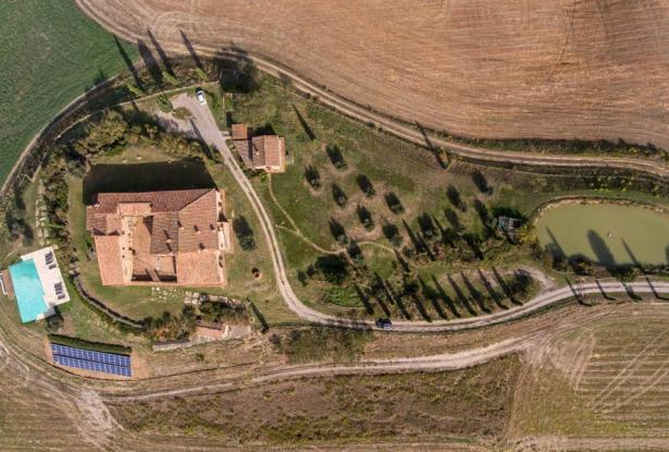 Amazing Restored Farmhouse With Pool In Asciano, Tuscany 2