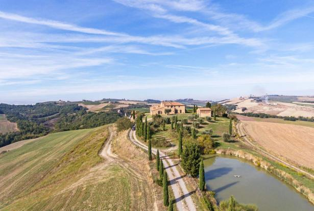 Amazing Restored Farmhouse With Pool In Asciano, Tuscany 3