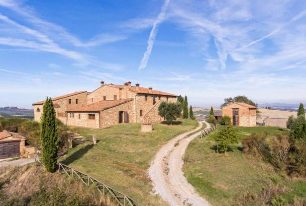Amazing Restored Farmhouse With Pool In Asciano, Tuscany 6
