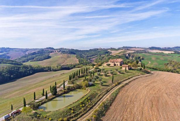 Amazing Restored Farmhouse With Pool In Asciano, Tuscany 7