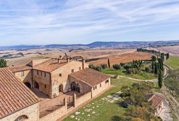 Amazing Restored Farmhouse With Pool In Asciano, Tuscany 8