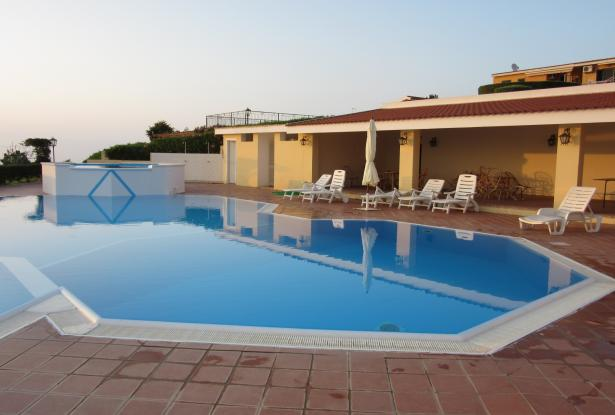 Parghelia (VV) – 1 bedroom apartment in gated complex with swimming pool and stunning views – ref 18k 5