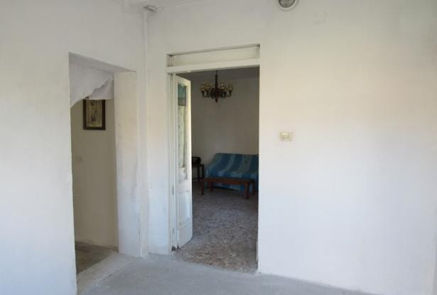 5 bedroom, habitable town house with terrace, 500sqm of garden and character. 10