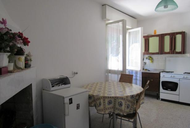 5 bedroom, habitable town house with terrace, 500sqm of garden and character. 9