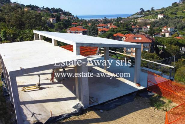 V728 For sale in Bordighera ,hilly area, independent house of 190sqm with sea view. 15