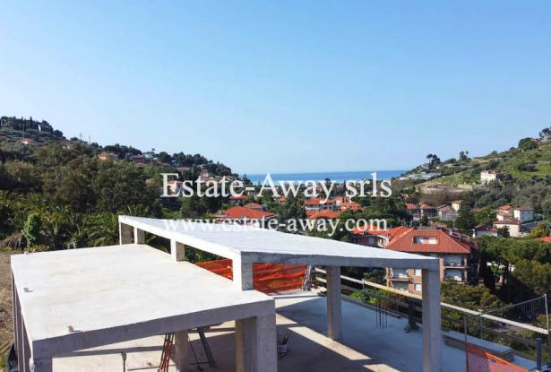 V728 For sale in Bordighera ,hilly area, independent house of 190sqm with sea view. 16
