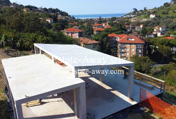 V728 For sale in Bordighera ,hilly area, independent house of 190sqm with sea view. 17