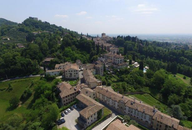 Asolo. Stunning apartment in historic building. P.O.A. ref.54a 9
