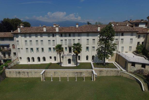 Asolo. Stunning apartment in historic building. P.O.A. ref.54a 4