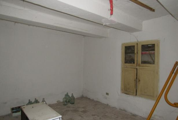 Ground floor, 2 bedroom, stone apartment of 60sqm with fireplace. 2