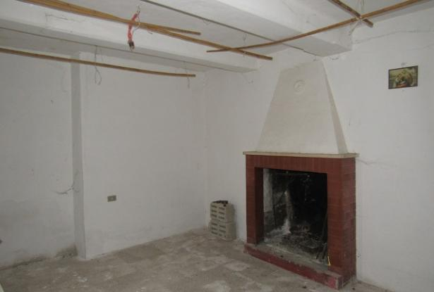 Ground floor, 2 bedroom, stone apartment of 60sqm with fireplace. 5