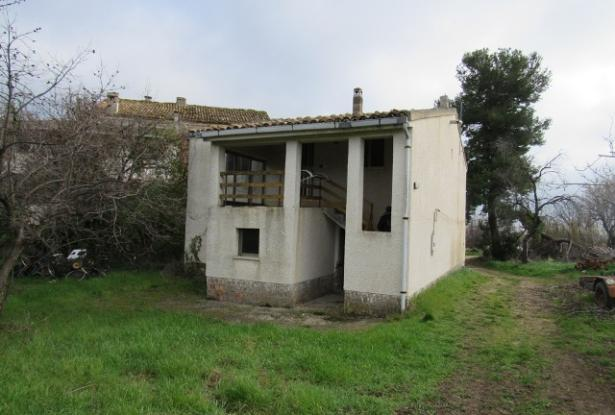 Detached, habitable, 4 bedroom, country house with 700sqm of garden, outbuilding and open views. 1