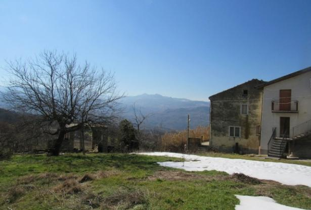 Stone farm house of 150sqm, 3 beds, with 9,000sqm of flat land, barn and amazing mountain views and a separate hectare of forest. 17