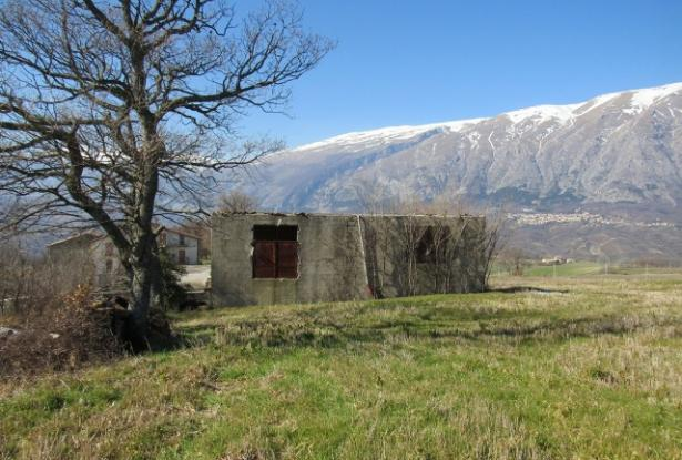 Detached barn of 140sqm to be converted into a house with 10,000sqm of land and fantastic, open, mountain views. 3