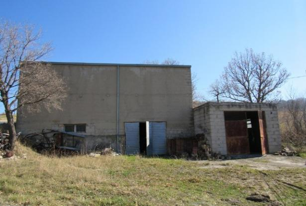 Detached barn of 140sqm to be converted into a house with 10,000sqm of land and fantastic, open, mountain views. 5