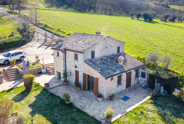Cozy Stone Farmhouse With Outbuildings in the Marche hills 4