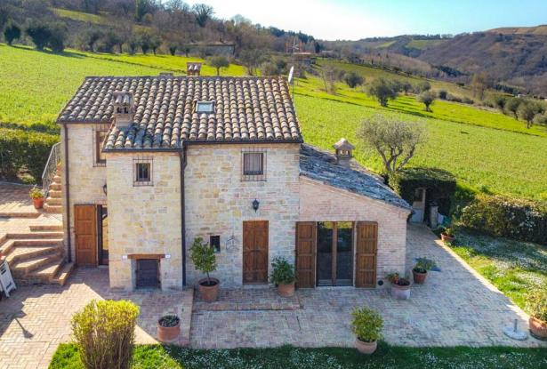 Cozy Stone Farmhouse With Outbuildings in the Marche hills 5
