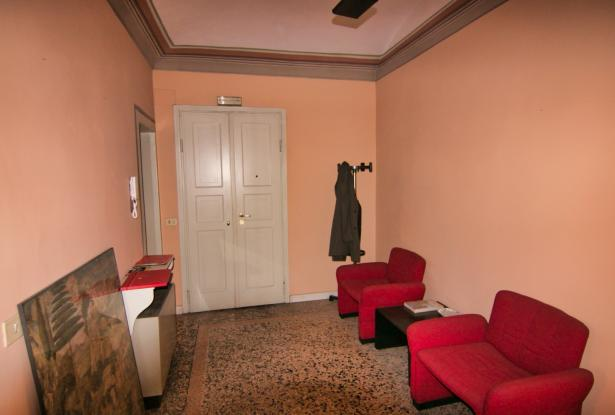 Modena, office/apartment with large spaces 4