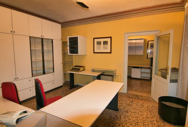 Modena, office/apartment with large spaces 6