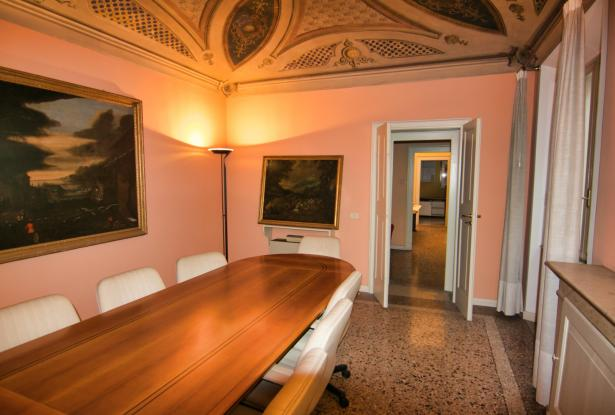 Modena, office/apartment with large spaces 22