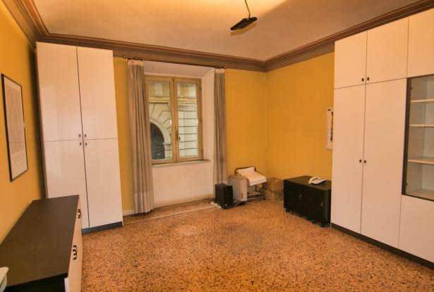 Modena, office/apartment with large spaces 25