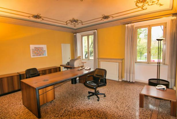 Modena, office/apartment with large spaces 9