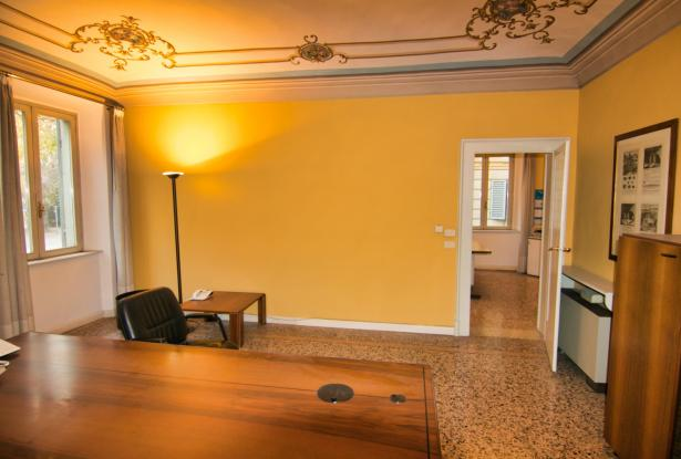Modena, office/apartment with large spaces 12
