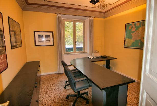 Modena, office/apartment with large spaces 15