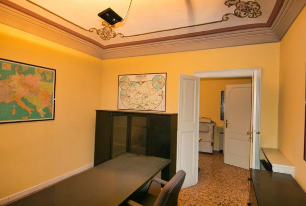 Modena, office/apartment with large spaces 17