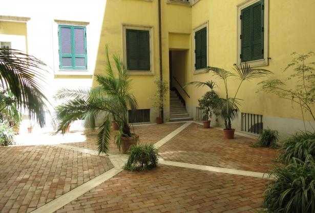 Rome top floor apartment with rooftop terrace. ref.01r 3
